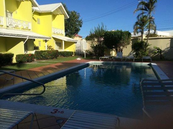 Bay Gardens Hotel: pool area