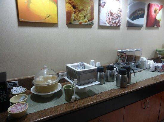 Quality Inn Miami Airport Hotel: Café da manhã