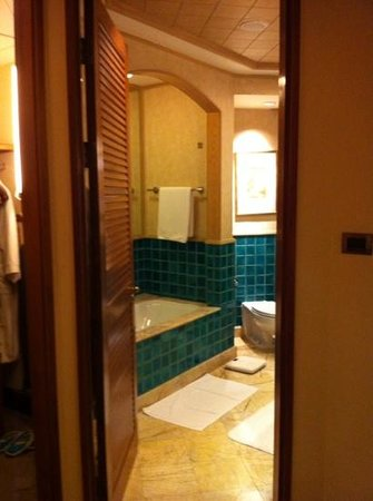 Sheraton Grande Sukhumvit, A Luxury Collection Hotel: bathroom on 26 F room