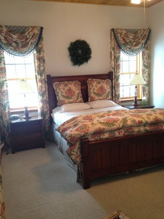 Chippewa Retreat Resort: Lakeview Master Bedroom
