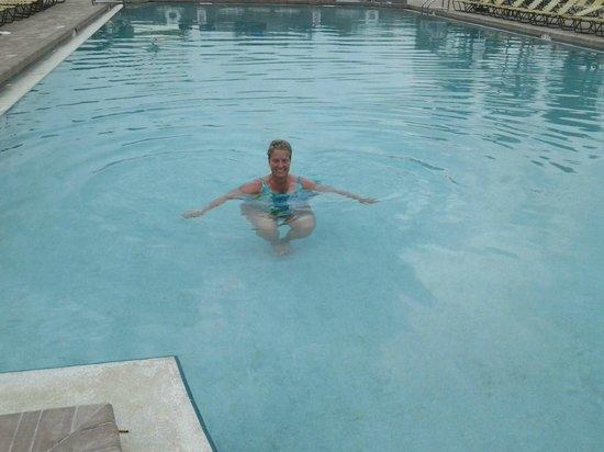 Postcard Inn on the Beach: Pool is heated!