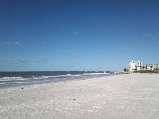 Postcard Inn on the Beach: Beach View
