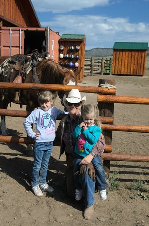 Granite Mountain Outfitters : Kids with Evelyn