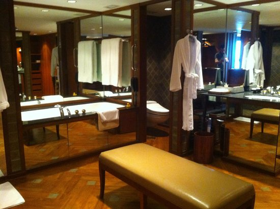The Sukhothai Bangkok: huge bathroom of an Executive suite