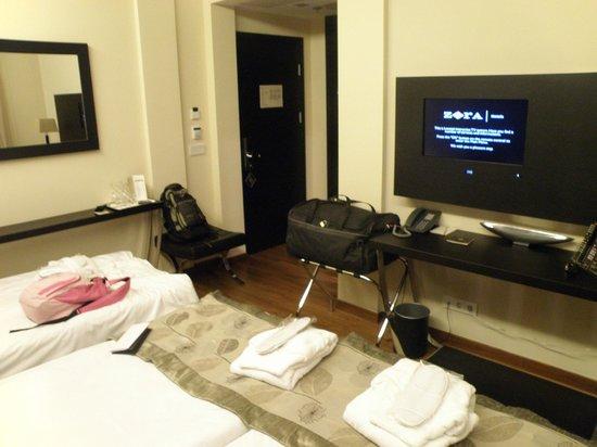 Continental Hotel Budapest: Habitacion triple.