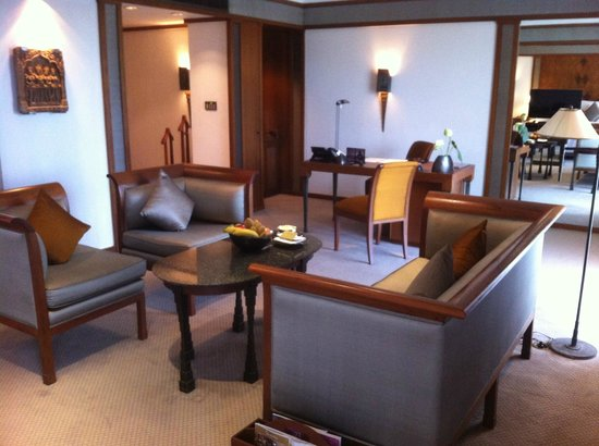 The Sukhothai Bangkok: sitting area and working area of an Executive suite