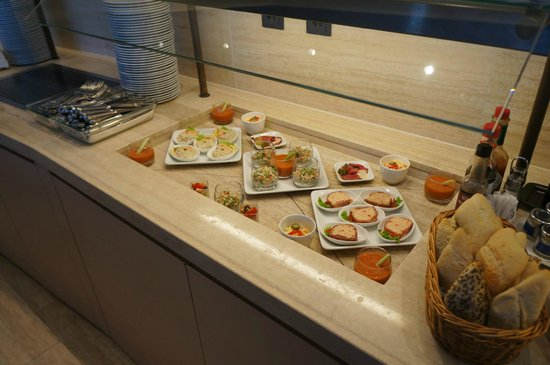 InterContinental Bucharest: Club lounge spread.