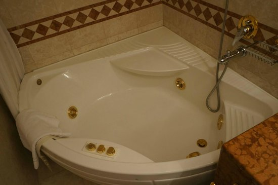 InterContinental Bucharest: Jacuzzi.