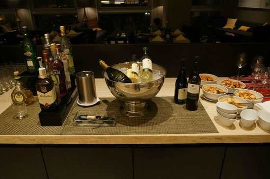 InterContinental Bucharest : Club lounge alcohol corder.