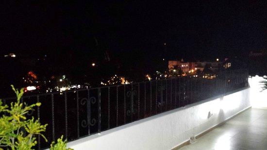 Suites Corazon: vue de la nuit sur le toit