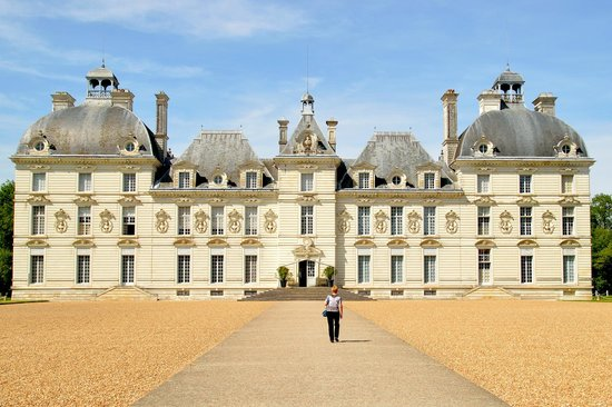 Château de Cheverny : A beautiful mansion not a fortified castle like many others are
