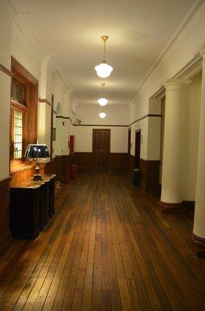 Astor House Hotel: corridor