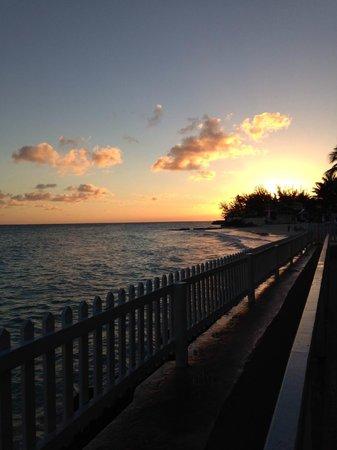 Butterfly Beach Hotel : Sunset.