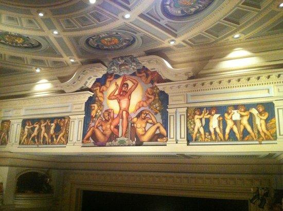 Teatro Pérez Galdós: schöne Malereien im Theaterraum