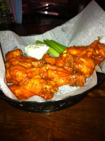 The Crazy flamingo: Great wings. Perfectly cooked. Good hot sauce.