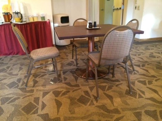 Quality Inn & Suites at Talavi: Breakfast area