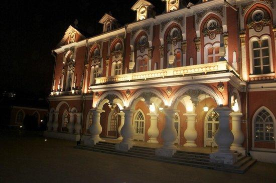 Petroff Palace Hotel: вечерняя подсветка/ так романтично:)