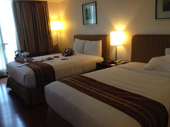 Crown Regency Hotel & Towers: Bedroom