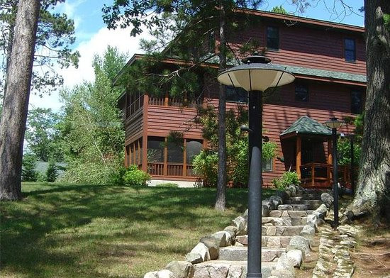 Chippewa Retreat Resort: Treetop Villas
