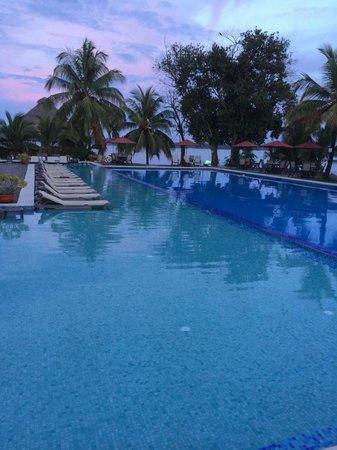 Playa Tortuga Hotel & Beach Resort : piscinas boas !!