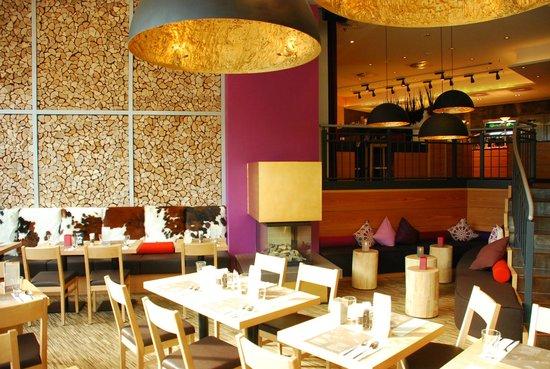 Mongo's Restaurant Bochum: Innenraum mit Kamin