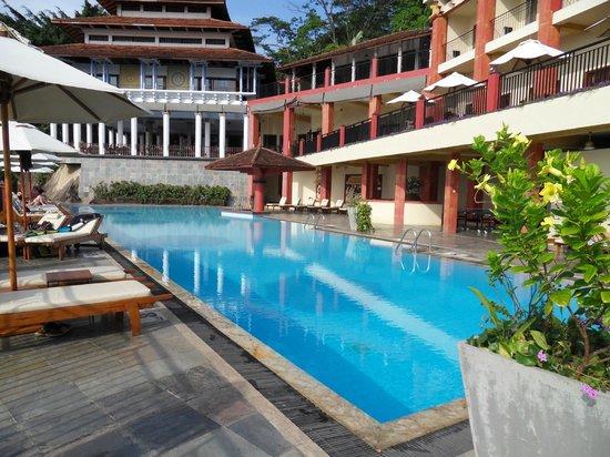 Amaya Hills Kandy: Piscine