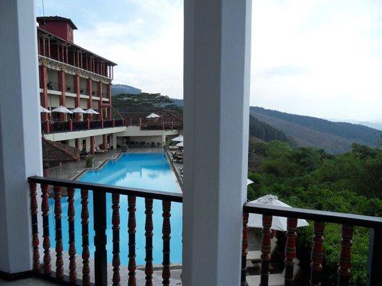 Amaya Hills Kandy: Piscine 2