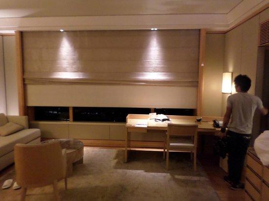 The Ritz-Carlton, Millenia Singapore: Automatic sunshades