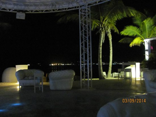 Dreams Beach Bar & Restaurant: Dance floor