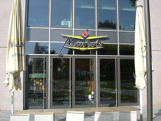 Mongo's Restaurant Köln: Direkt unterm KölnTriangle-Turm