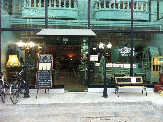Jatujak Gallery & Restaurant : Romantic, great service, yummy food