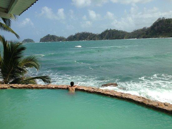 Sister Moon Hotel: Entre la piscina y el mar.