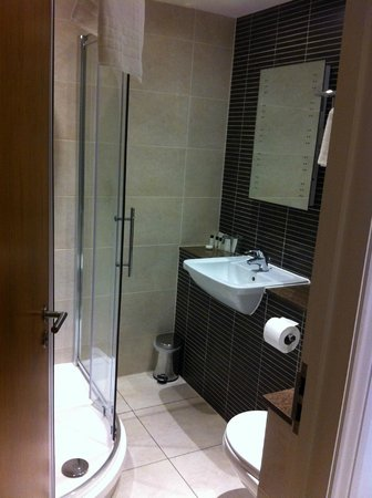 The Boleyn Hotel: Bathroom
