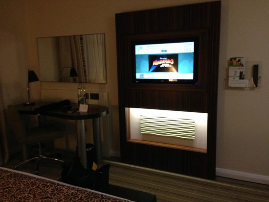 Holiday Inn London - Commercial Road: Fernseher