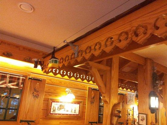 Le Bois Joli : Detalle del funicular en el comedor/brasserie