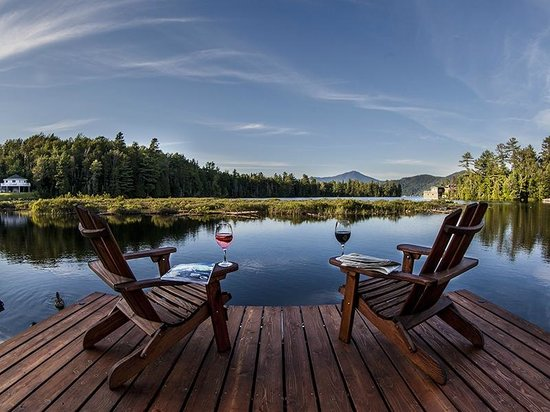 Placid Bay Inn : Relax by the Lake and enjoy our views of Whiteface Mountain.