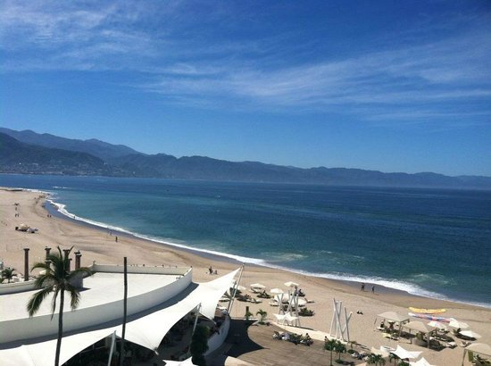 Hilton Puerto Vallarta Resort : View from adults-only 4th floor bar/pool