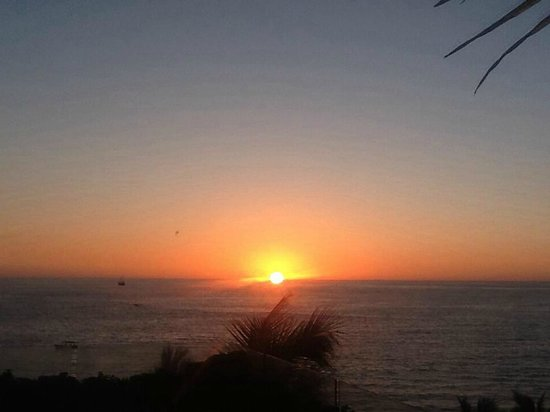Hilton Puerto Vallarta Resort : Sunset from the adults-only 4th floor pool/bar