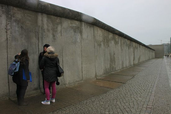 Berlin Urban Adventures: The Wall in Bernauer Strasse