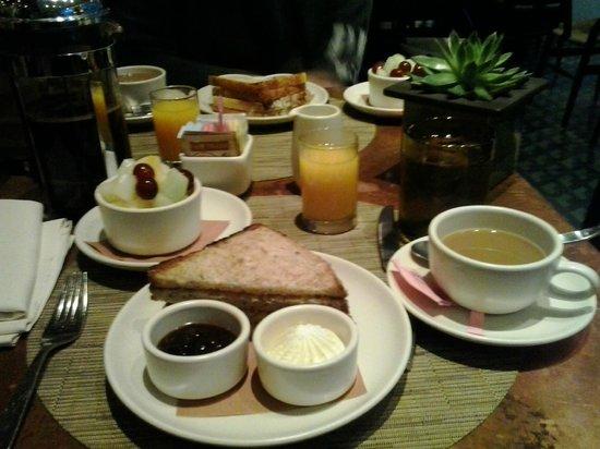 Kimpton Ink48 Hotel: desayuno continental