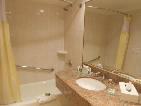 Best Western Plus Sunset Plaza Hotel: salle de bain