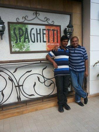 Spaghetti Kitchen : Front view