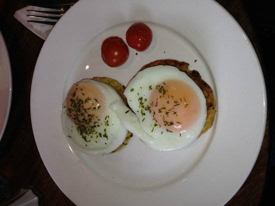 Queen of Tarts: The best breakfast ever!!! Poached eggs with leak and potato cakes