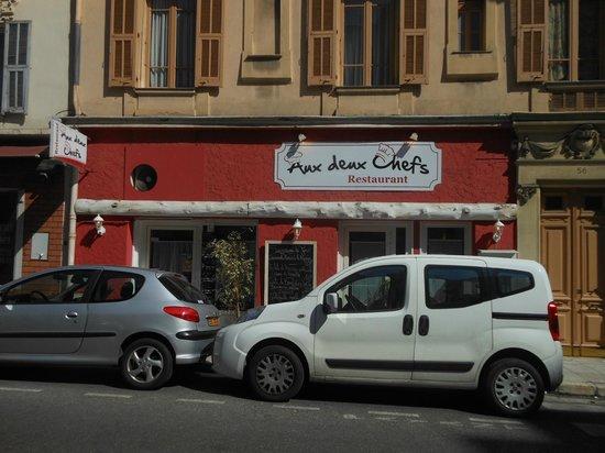 aux deux chefs : le restaurant vu de l'extérieur