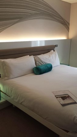 The Morrison, a DoubleTree by Hilton Hotel : nice bed