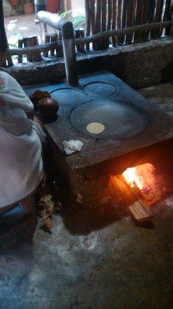 Kinich  El Sabor de Izamal : Rrrrrrricas tortillas a MANO!!!!