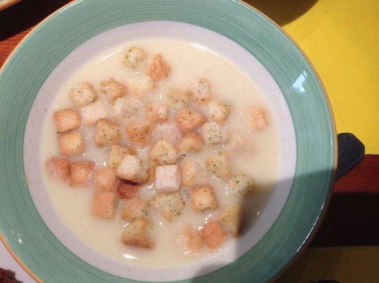 Tapas Bar Celona: Pranzo buffet:zuppa con crostini all'aglio e erbe