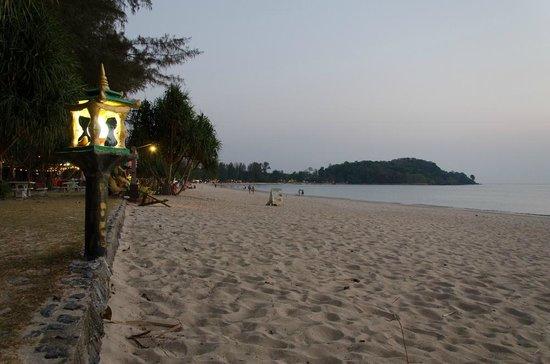 Lanta Mermaid Boutique House: Sunset at Klong Dao Beach