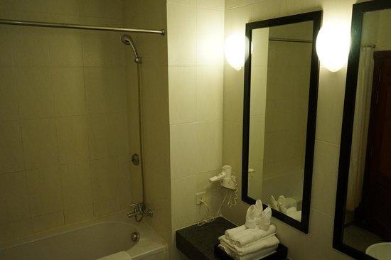 Lotus Blanc Resort : bathroom
