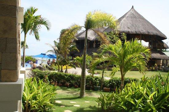The Bellevue Resort Bohol: Restaurant beside the pool